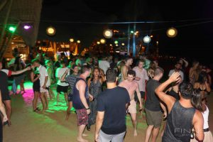 20161117-gallery-beach-party-52